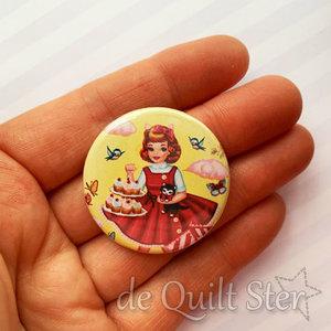 Button Vintage Meisje met taart
