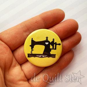 Button Vintage Naaimachine geel
